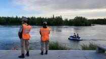 continua la busqueda del adolescente que desaparecio en el rio