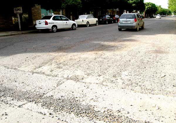 Por deterioro de calles, urgen obras de reparación