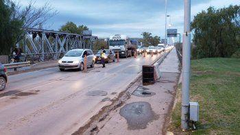 caos de transito por los controles en el puente carretero