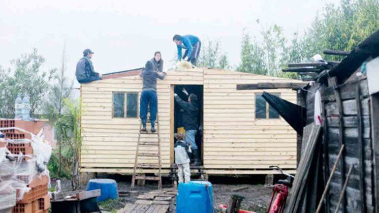 Convocan a voluntarios para construir casas de emergencia en Cipolletti