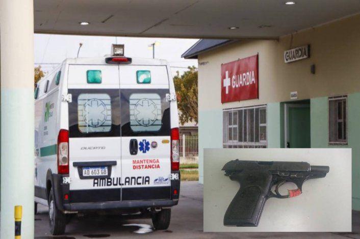 Fue a internarse por Covid-19 al hospital con una pistola