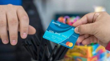 El Gobierno aumentaría la tarjeta Alimentar