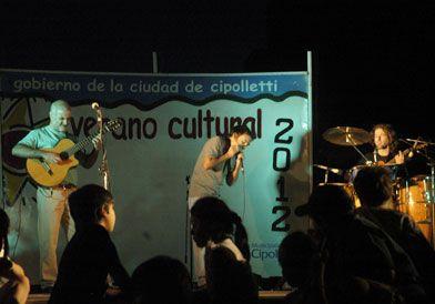 Música y baile en la noche cipoleña