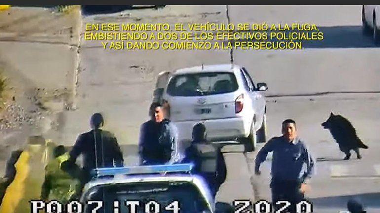 Locura: borracho quiso escapar de un control y atropelló a dos policías