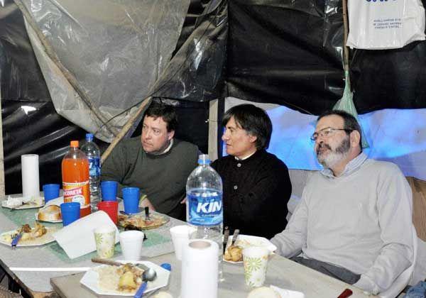 El gobernador almorzó con la familia del joven desaparecido