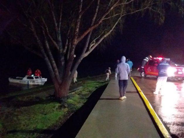 Se incendió una casa en una isla en medio del río Negro.