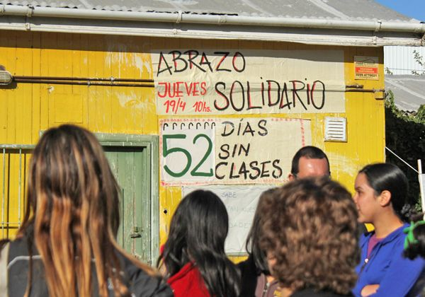 Abrazo solidario a la Escuela Laboral 4 que está sin clases