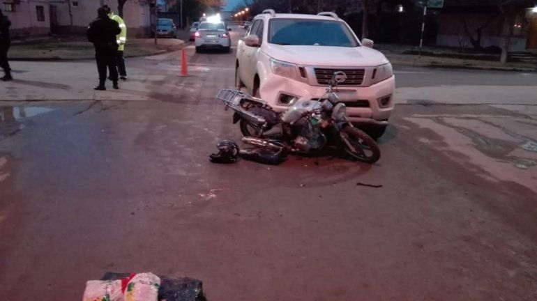 Joven motociclista resultó herido en un choque