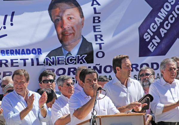 Weretilneck y su gabinete, en acto a favor de López