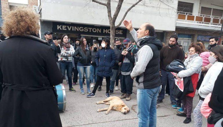 Comerciantes protestan por la cuarentena en la casa de Di Tella