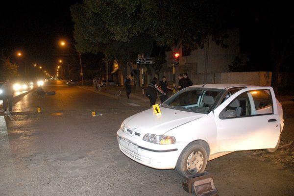 Moto y auto chocaron en la Mariano Moreno