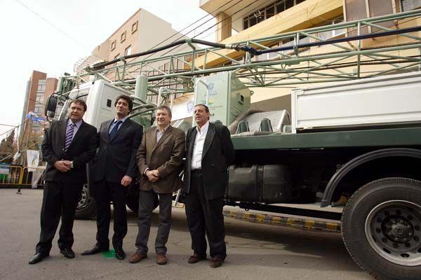 Weretilneck y Yahuar entregaron equipo perforador y aportes a productores