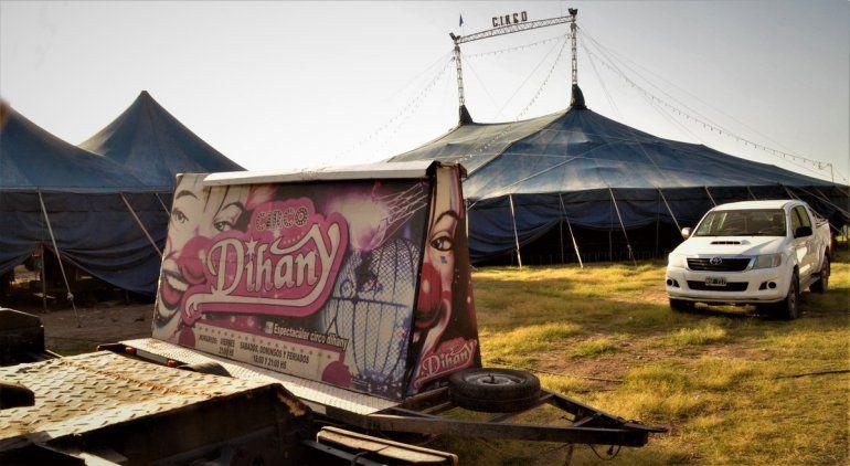 En el circo varado venden churros para sobrevivir