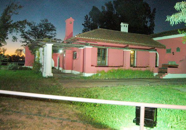 Reflectores nocturnos destacan las instalaciones del museo