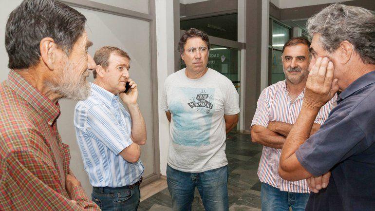 El intendente Tortoriello recibió ayer a los chacareros en el municipio.