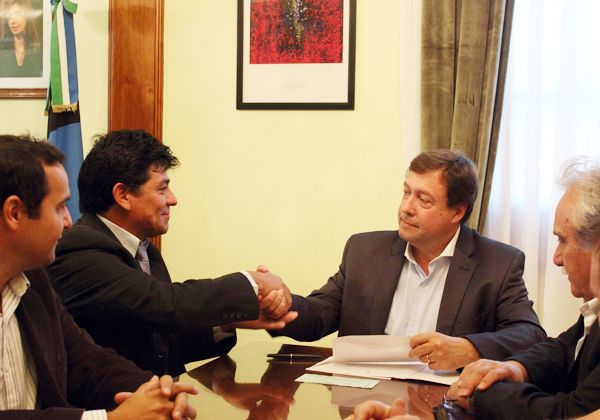 Weretilneck firmará contrato por casas en Allen e inaugurará obras en Fernández Oro