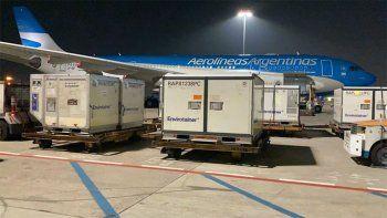 llego el vuelo de aerolineas que traslada las vacunas chinas