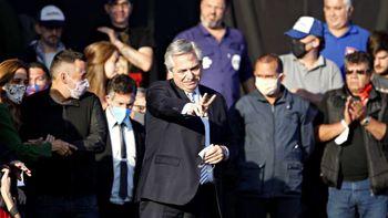 Allanan y clausuran la cancha del acto Alberto Fernández