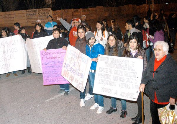 Alumnos de colegios nocturnos reclaman más seguridad