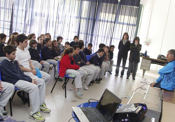 Gentili,  junto a alumnos cipoleños