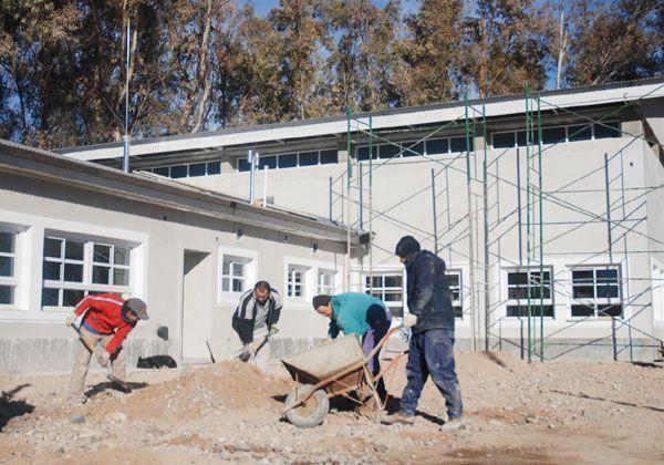 Se firmaron los primeros convenios para mantenimiento escolar