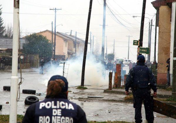 Remueven a comisario local por represión en Bariloche