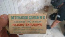 secuestraron mas de 60 explosivos militares en una casa