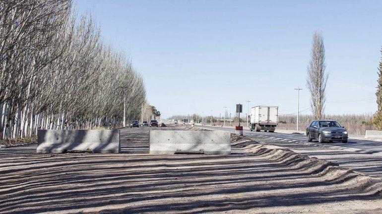 Con barreras de cemento, bloquean uno de los accesos a la Isla Jordán