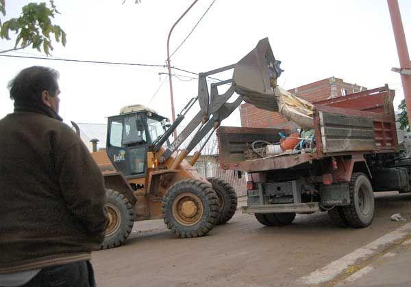 Se completaron 56 camiones de chatarra en el primer mes del Cipolletti Limpia