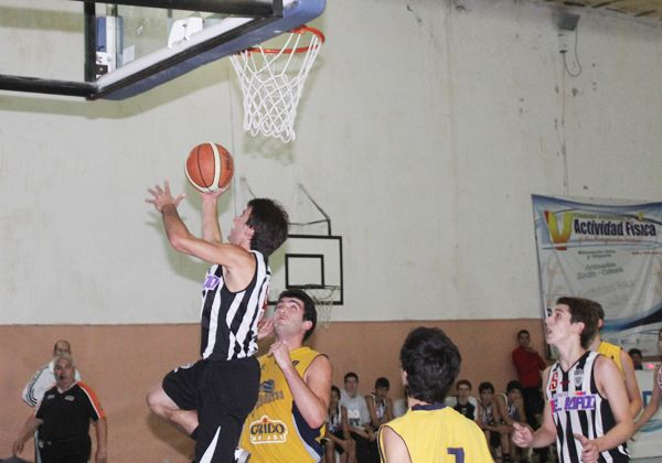 El básquet albinegro juega en Allen
