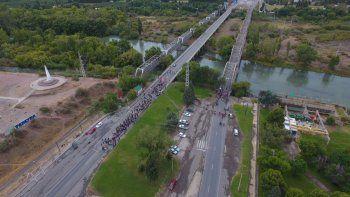 autoconvocados neuquinos cortan los puentes carreteros