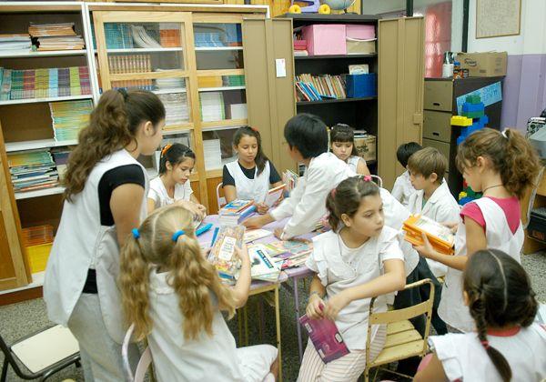 """""""La Biblioteca  es el corazón  de la Escuela"""""""