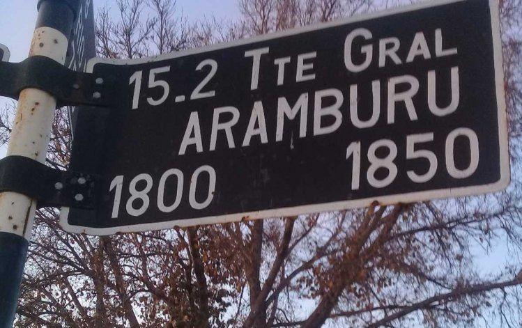 La calle Pedro Eugenio Aramburu es una de las varias que persisten en Cipolletti con nombres de personajes o circunstancias que generan polémica.
