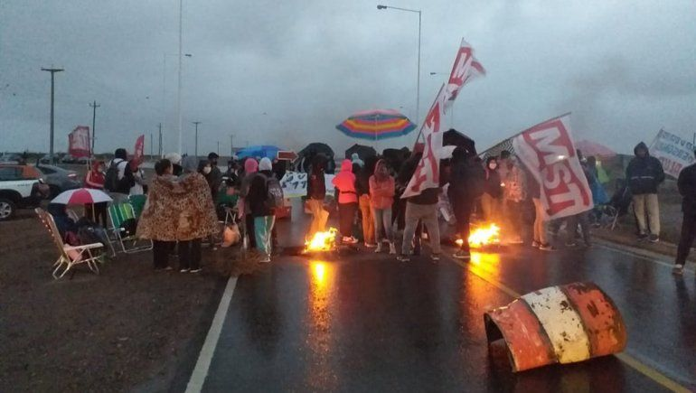 Caos para llegar a Neuquén: la provincia está sitiada con piquetes