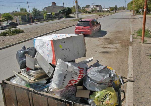 Quejas de vecinos por basura acumulada