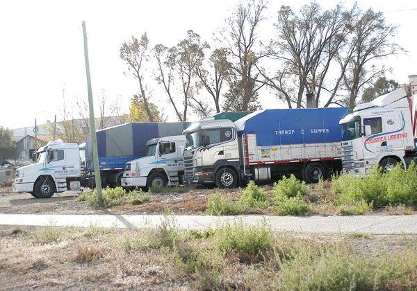 Impedirán aparcar camiones en la calle Tres Arroyos