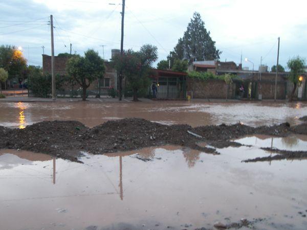 Cinco familias evacuadas en Fernández Oro