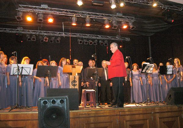 El Coro de Cipolletti actuará a beneficio del hospital de Oro