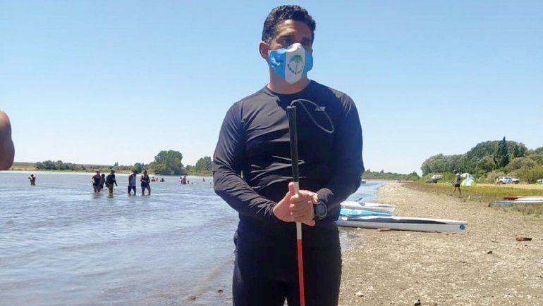 El palista ciego que emociona en la Regata del Río Negro