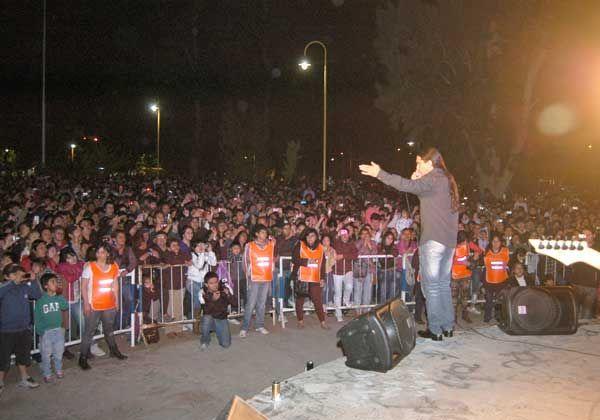 Agostini desbordó la plaza San Martín con su música