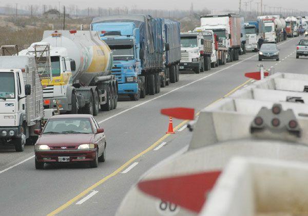 Más de cien despidos en el sector camionero