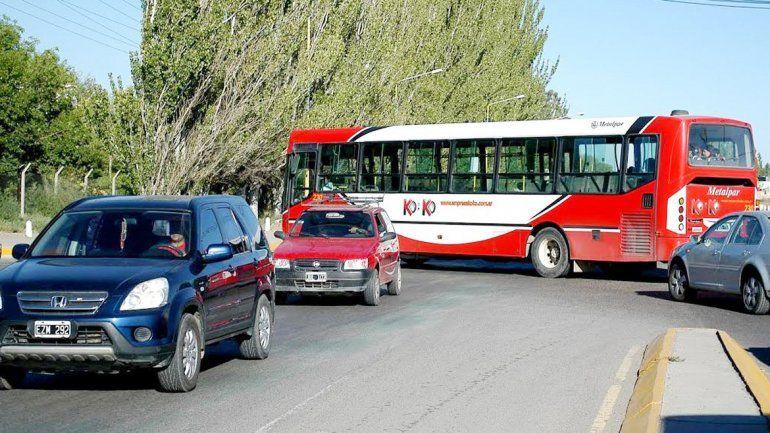 El tránsito por la Ruta 22 hace tiempo que resulta peligroso por su intensidad. El intendente Tortoriello solicitará que se apuren las obras y mejoras previstas.
