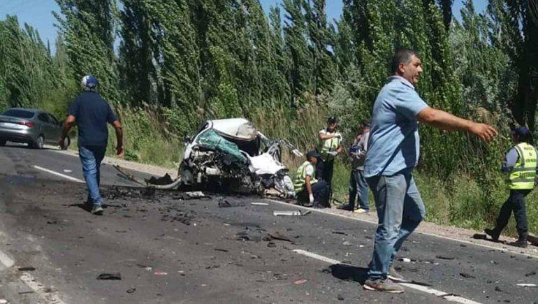 Terrible choque entre un colectivo y un auto provocó un muerto
