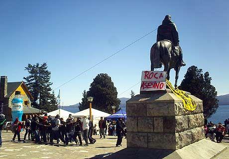 Intentan derribar estatua de Roca en Bariloche
