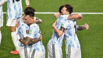 Argentina, un clásico: goleó a Uruguay y el Monumental fue una fiesta