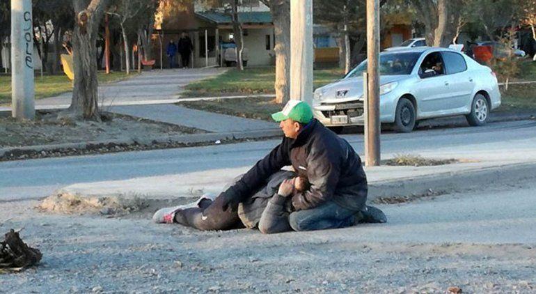 Tras el accidente, Jaquelina quedó tirada en la calle hasta que llegó la ambulancia.