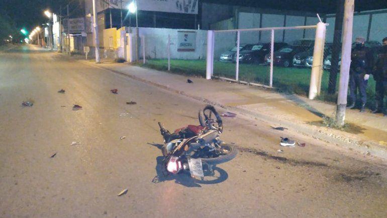 Dos jóvenes murieron tras chocar contra un poste en Neuquén
