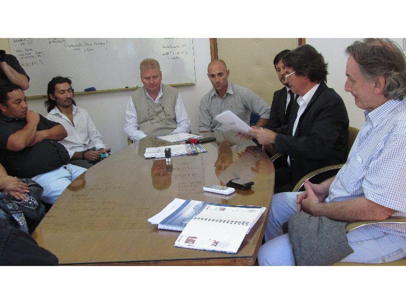 Se firmó el contrato de ampliación del CET 22  de Cipolletti