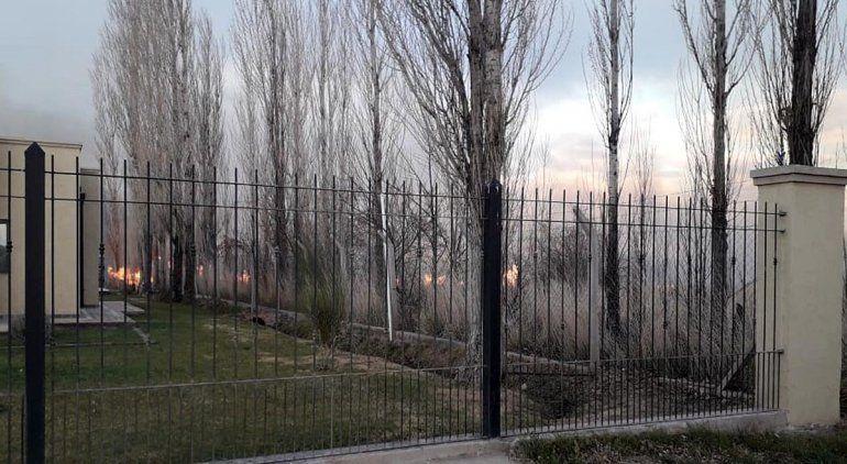 Un gran incendió alarmó a los vecinos de un barrio privado