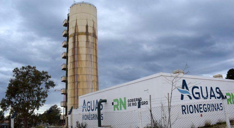 Por graves pérdidas, repararán el tanque de agua de Las Grutas